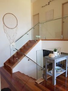 internal-balustrade-with-handrail-installed-with-spigots-225x300