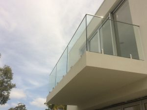 PFI-Glass-frameless-glass-balustrade-with-stainless-steel-top-rail-1-300x225